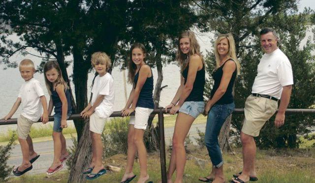 Most Creepy Family Photos Ever Clicked